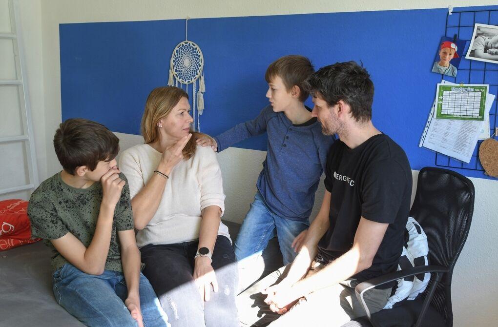 In Gegenwart der Eltern wird jedoch fast immer in Gebärden gesprochen.